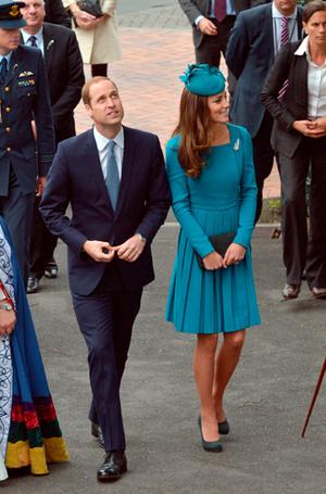 Фото №15 - 6 знаковых нарядов герцогини Кембриджской, которые она носит уже 6 лет