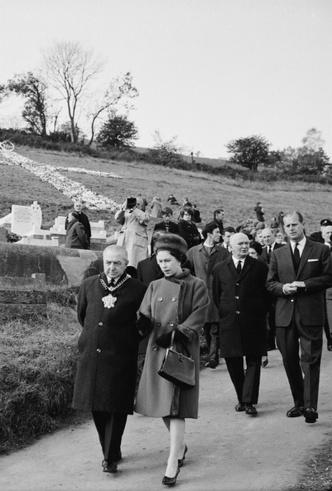 Фото №2 - О чем жалеет Королева: самая большая ошибка Елизаветы