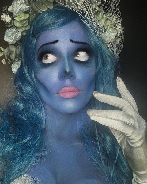 Фото №5 - Ужасно знаменитые: самые безумные костюмы селебов на Хэллоуин 🎃