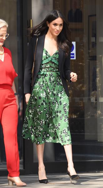 Фото №4 - Почему герцогиня Меган внезапно увлеклась розовым и бежевым