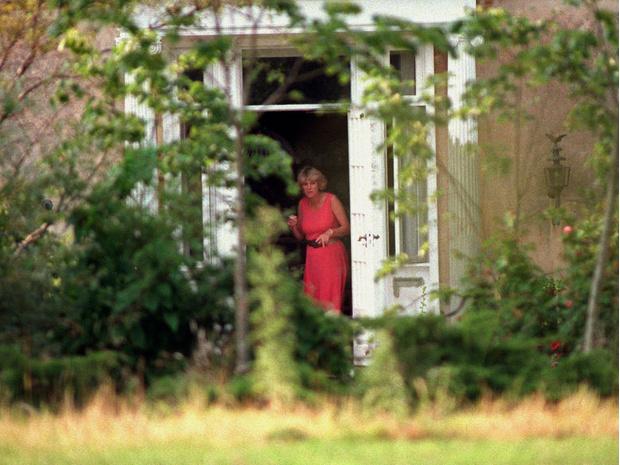 Фото №4 - В изоляции: почему Камилле пришлось скрываться после гибели Дианы
