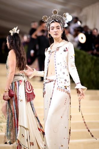 Фото №128 - Met Gala 2021: все модные образы бала Института костюма
