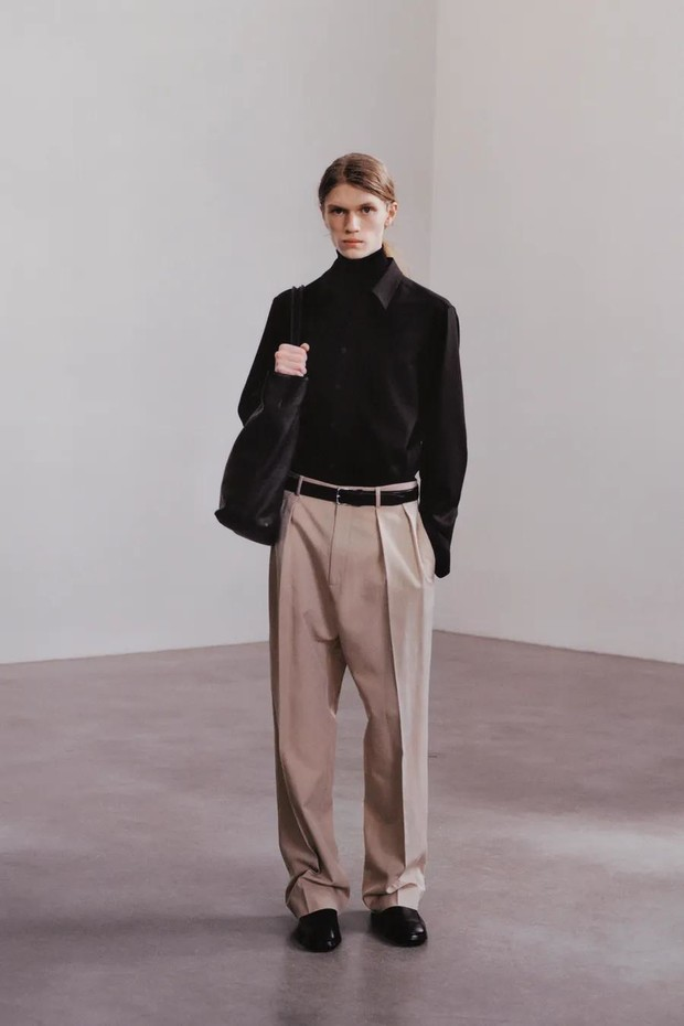 Фото №3 - The Row осень-зима 2021: длинные брюки и съемные плечи в женской и мужской коллекции сестер Олсен