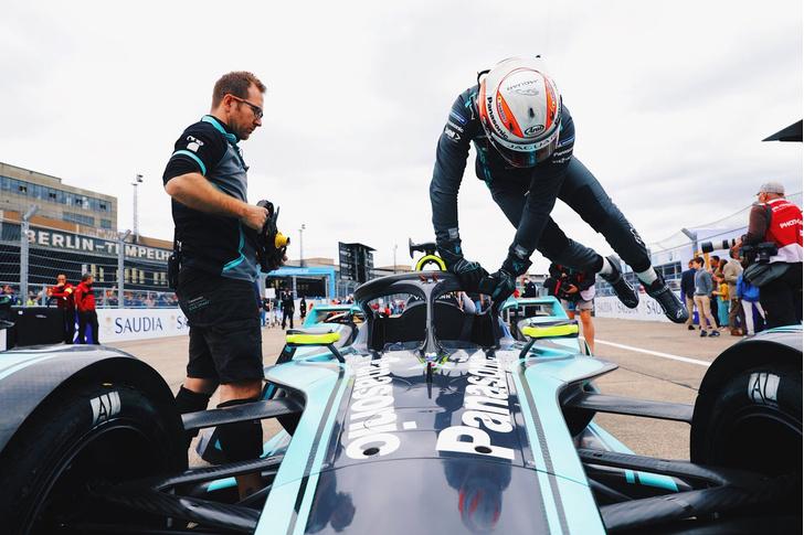 Фото №8 - Автогонки будущего: в гостях у Jaguar Racing на «Формуле E»