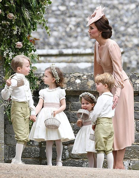 Фото №6 - Герцогиня Кембриджская в роли няни на свадьбе сестры (фото)