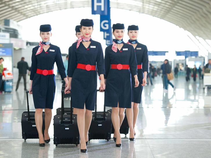 Фото №14 - Небо, самолет, девушка: самые красивые униформы стюардесс в мире