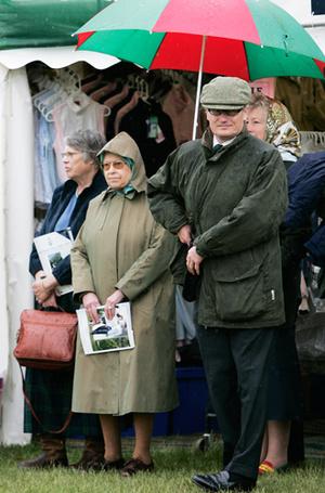 Фото №8 - Виндзорские зонтики: королевский способ спрятаться от дождя