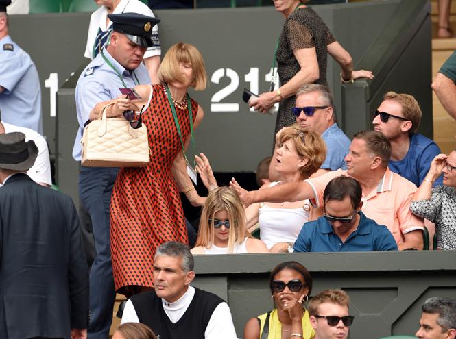 Фото №7 - И смех, и слезы: звезды на трибунах Уимблдона глазами фотографов