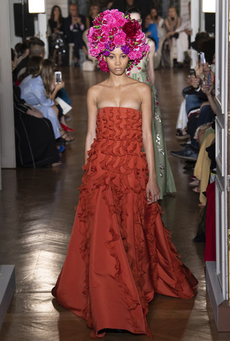 Фото №9 - Прекрасные странности в коллекции Valentino Couture FW18