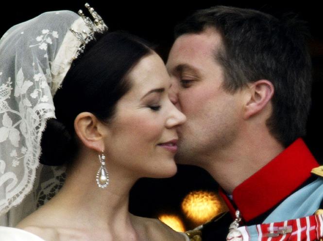 Фото №54 - Самые трогательные моменты королевских свадеб (о Гарри и Меган мы тоже не забыли)