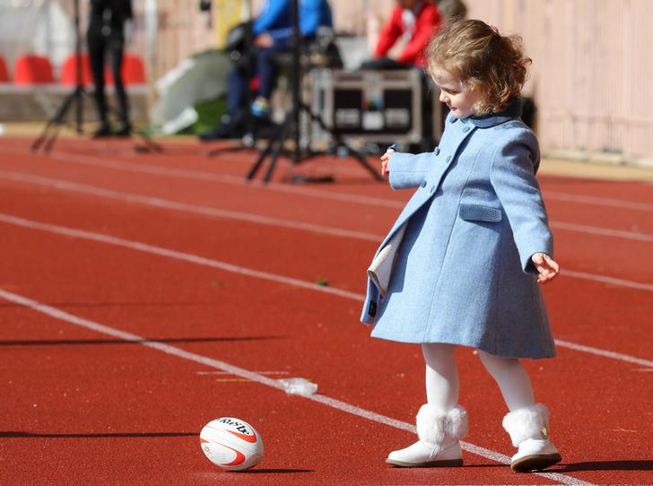 Фото №3 - Как княгиня Шарлен приучает детей к спорту