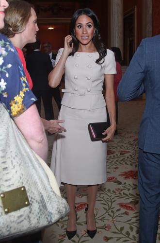 Фото №11 - Герцогиня Меган тратит на наряды больше герцогини Кейт