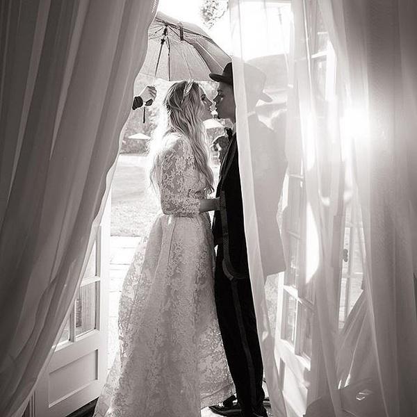 Фото №2 - Эшли Симпсон и Эван Росс наконец-то поделились свадебными фото