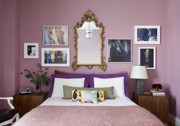 <p>Спальня в Верхнем Вест-Сайде, на стене работы фотохудожника Марши Лебедев Бернштейн (Marsha Lebedev Bernstein).</p>