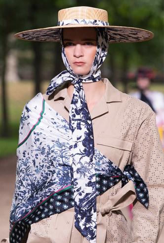 Фото №10 - Шляпы, панамы и кепки: модные головные уборы для лета 2020