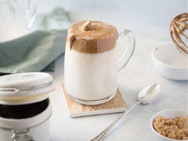 Фото №2 - Дальгона-кофе: как приготовить модный напиток дома (и что он из себя представляет)