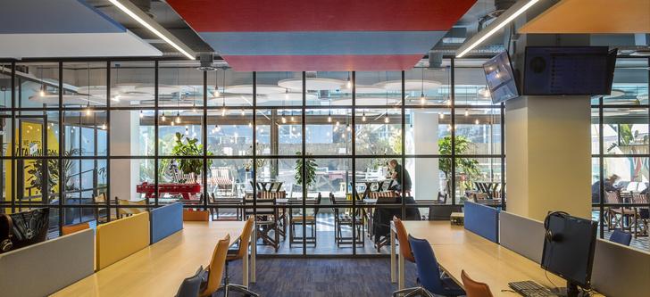 Фото №4 - Яркий офис в Барселоне по проекту El Equipo Creativo