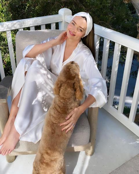 Фото №3 - Вся в белом: стильный домашний образ Миранды Керр