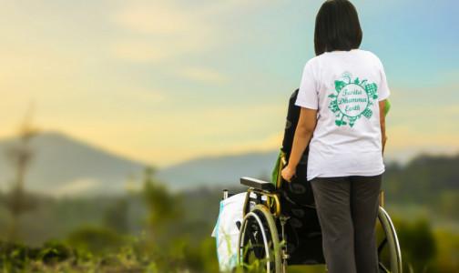 Фото №1 - Кабмин упростил порядок оформления выплат для ухода за инвалидами и пенсионерами
