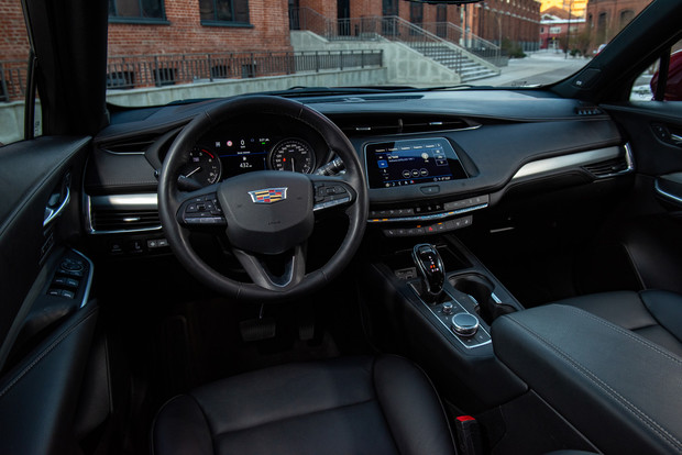 Фото №3 - Cadillac XT4 приехал в Россию с дизелем