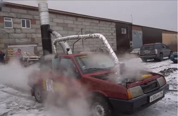 Фото №1 - Русские мужики соорудили автомобилю паровой двигатель и поехали кататься (видео)