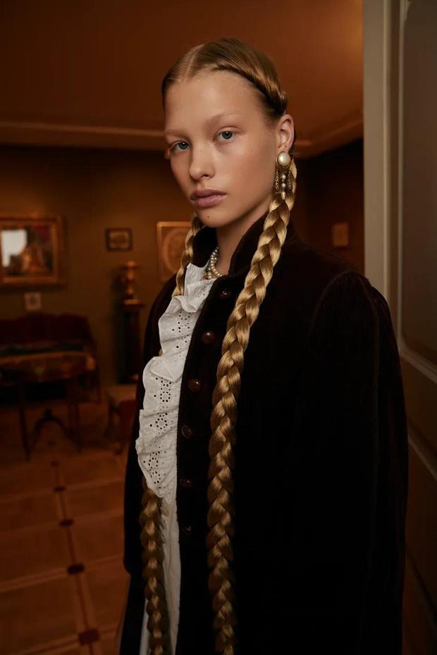 Фото №2 - Клипсы Шанель и блузы Сен-Лорана: первая большая съемка ELLE винтажной одежды