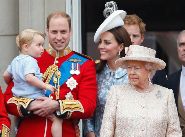 Фото №11 - Как Кейт Миддлтон укрепляет тайный матриархат королевского семейства (и почему это важно)