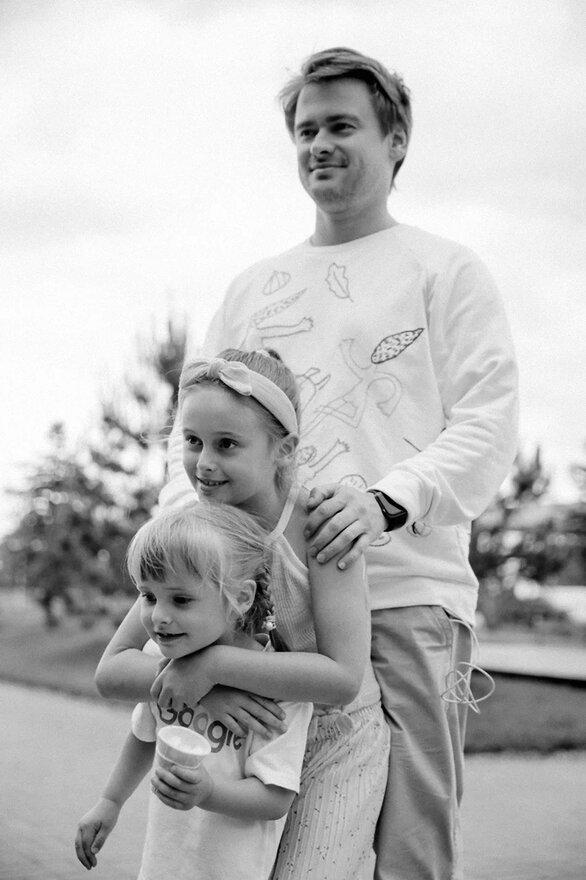 Фото №1 - Отцы & дети: знаменитые папы и их секреты воспитания