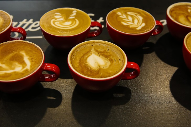 Фото №1 - Как кофе влияет на работу в команде