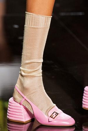 Фото №3 - Самая модная обувь весны и лета 2020: советы дизайнеров