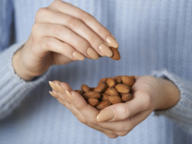 Фото №3 - 5 витаминов, которых нам не хватает осенью и зимой (и где их искать)