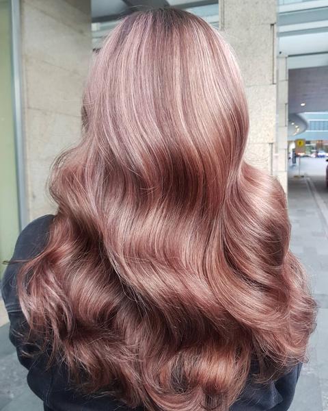 Фото №2 - Как красить волосы в розовый в 2021 году: 8 модных идей
