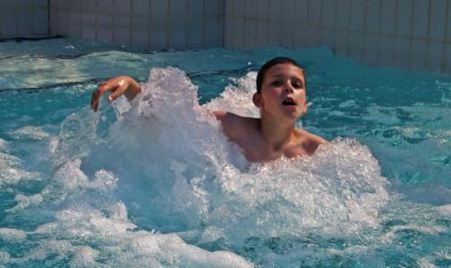 Фото №1 - Концентрация хлора в астраханском бассейне, где отравились три десятка пловцов, оказалась превышенной в 250 раз