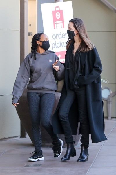 Фото №2 - 16-летняя дочь Джоли выглядит вдвое толще своей знаменитой мамы