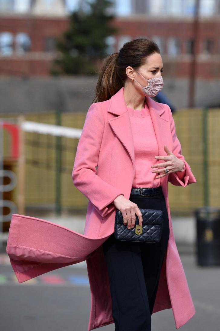 Фото №3 - И снова розовый: Кейт Миддлтон в невероятно красивом пальто оттенка жвачки
