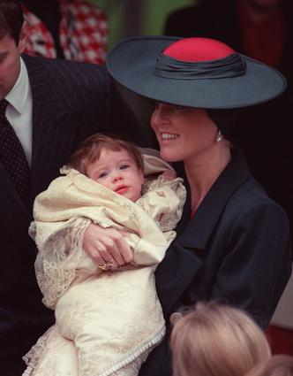 Фото №2 - Вопреки традициям: почему принцесса Евгения все еще не крестила своего сына
