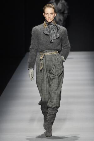 Фото №19 - Вместо джинсов: модные брюки осени и зимы 2020/21