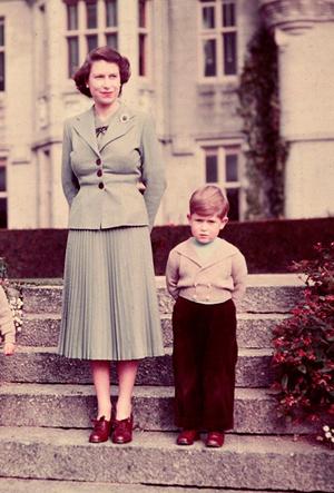 Фото №31 - Фирменные позы и жесты королевских особ (а вы замечали?)