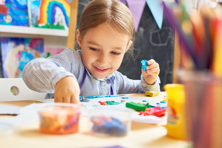Фото №3 - Как очистить от пластилина одежду, мебель и ребенка: 19 проверенных способов