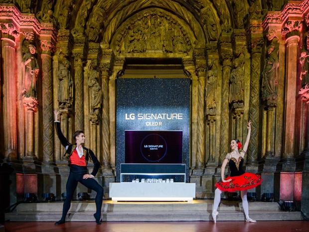 Фото №1 - Новые возможности: в Москве прошла презентация сворачивающегося телевизора LG SIGNATURE OLED R
