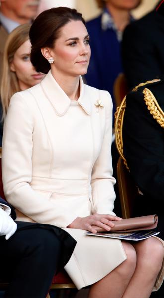 Фото №6 - Герцогиня Кейт впервые приняла военный парад