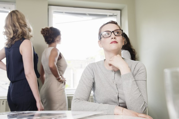 Фото №2 - Токсичные коллеги: как отучить их лезть в вашу личную жизнь