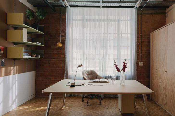 Фото №9 - Яркий офис в стиле mid-century в Лондоне