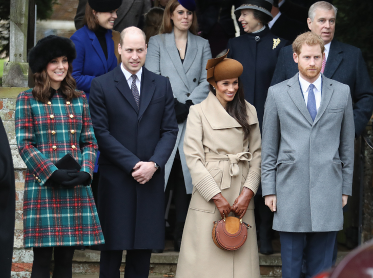 Фото №2 - Как Королева спасает репутацию принца Гарри и герцогини Меган