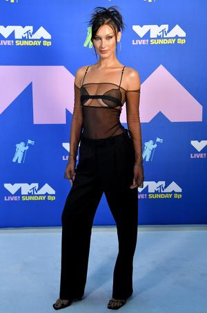 Фото №20 - MTV Video Music Awards 2020: лучшие и худшие наряды звезд на красной дорожке