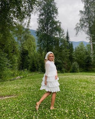 Фото №2 - Как стильно носить косынку летом: показывает Стеша Маликова