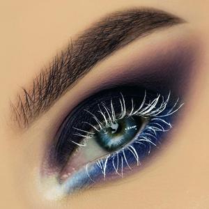 Фото №2 - Как использовать белый цвет в макияже: 4 способа