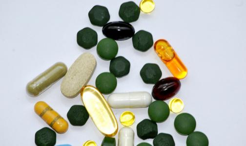 Фото №1 - В России вступил в силу закон о ввозе незарегистрированных препаратов