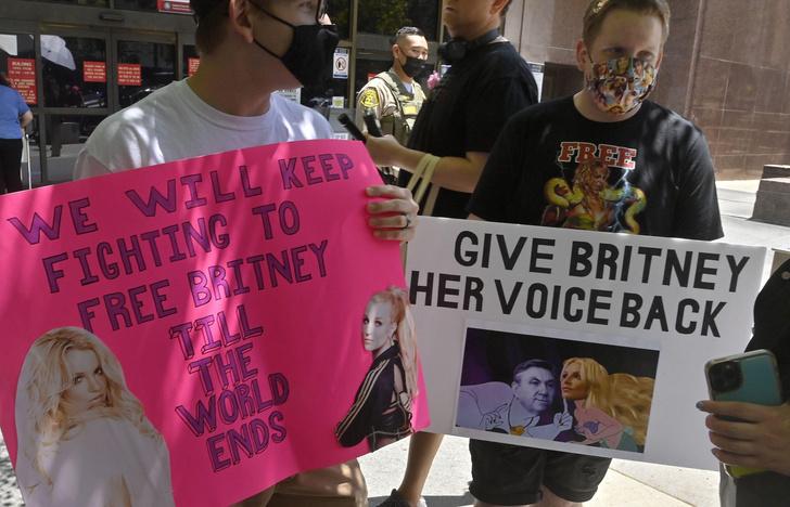 Фото №2 - Бритни Спирс после объявления о помолвке удалила Инстаграм