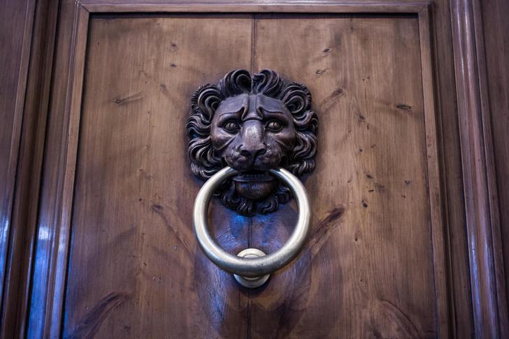 Фото №8 - Почетные стукачи: итальянские дверные молотки
